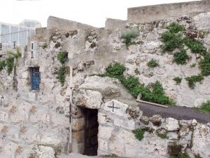 A picture of Lazarus Tomb in Bethany Isreal